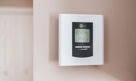 Digitální ovladač slouží pro chytré vytápění.