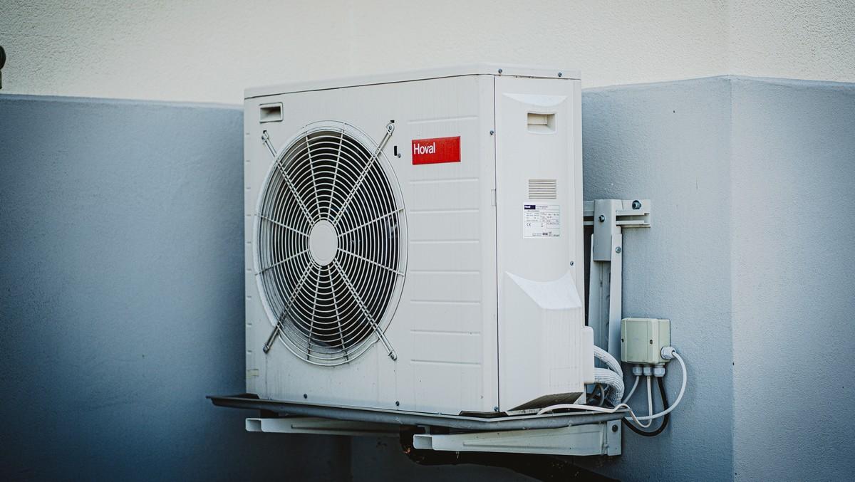 Venkovní jednotka jako součást moderní klimatizace.