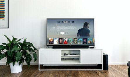 Smart televize zobrazující velice bohatý a zábavný program.